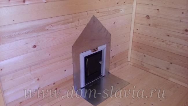 установка печи через прегородку с выносом топки в комнату отдыха. www.dom-slavia.ru
